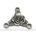 Tibeto sidabro sujungimas-paskirstytojas trikampio formos su rože 19 mm