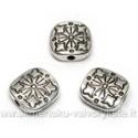 Tibeto sidabro intarpas taisyklingo kvadrato formos su įspaustu snaigės ornamentu 10x10 mm