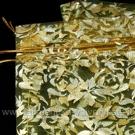 Gelsvos spalvos organzos maišelis su auksinių rožių ornamentu 14x23 cm