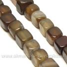 Natūralus agatas 8 mm kubelių rudos spalvos juosta
